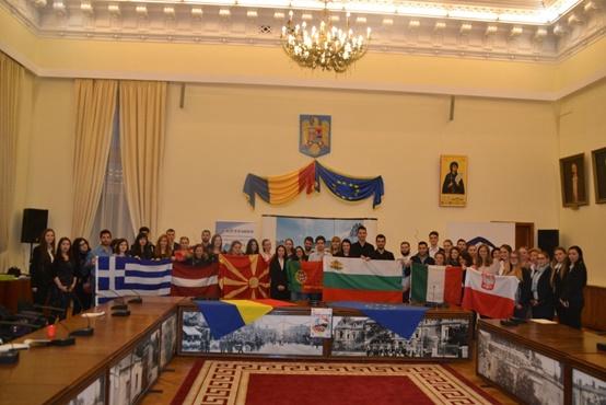 Η ομαδική φωτογραφία των συμμετεχόντων στο Δημαρχείο του Ιάσιου.